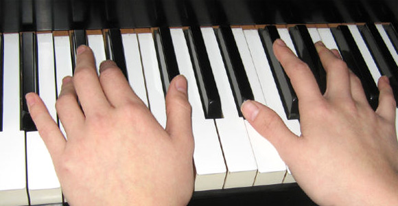 Learn To Play Piano With Online Videos